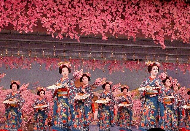 hands-on-travel-deaf-tours-japan-theatre