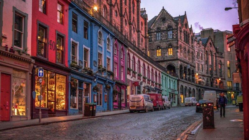 hands-on-travel-deaf-tours-scotland-edinburgh-nightlife