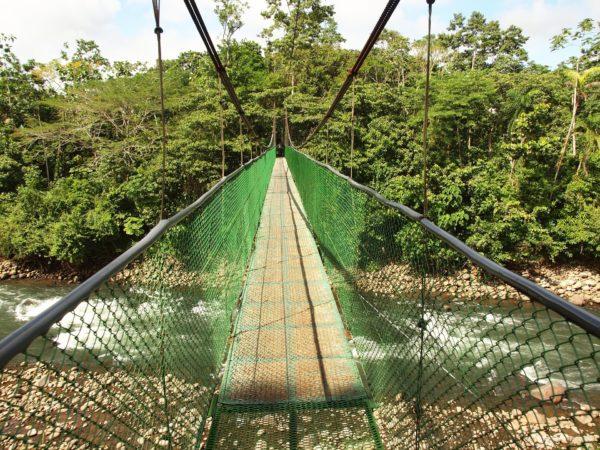 hands-on-travel-deaf-tours-costa-rica-suspension-bridge
