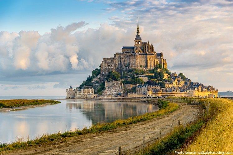 Hands on Travel - Deaf Travel - Sign Language Tour - France - mont saint michel