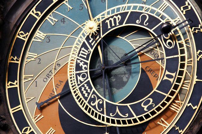 hands-on-travel-deaf-tours-poland-czechia-germany-clock