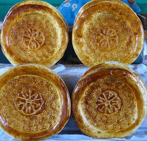 hands-on-travel-deaf-tours-uzbekistan-kyrgyzstan-bread
