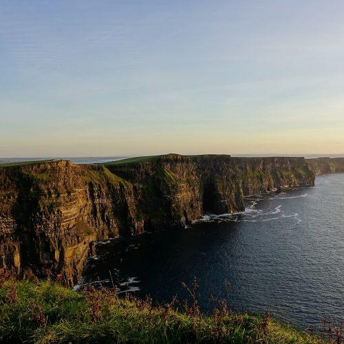 deaf-tours-hands-travel-ireland-cliffs