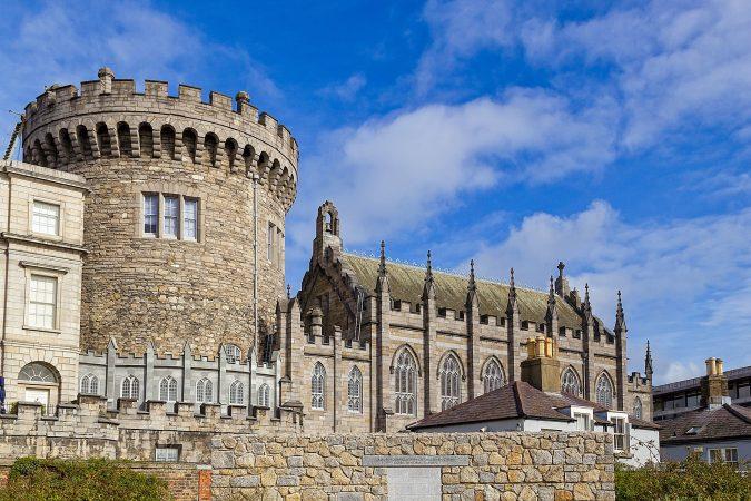 deaf-tours-hands-travel-ireland-dublin-castle