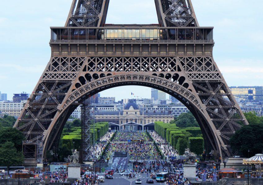 hands-on-travel-deaf-tours-france-eiffel