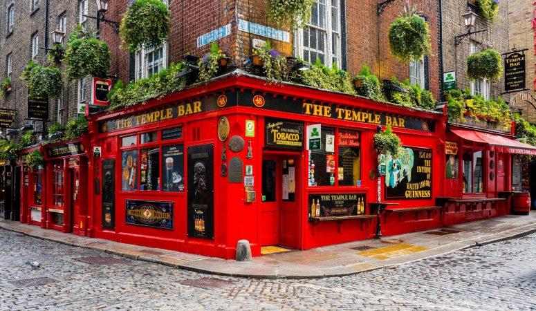 deaf-tours-hands-travel-ireland-pub