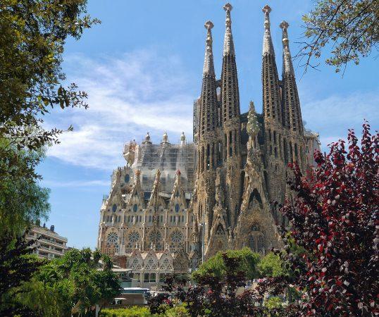 hands-travel-deaf-tour-portugal-spain-sagrada-familia