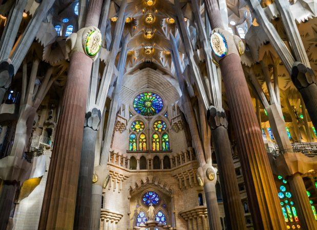 deaf-tours-hands-travel-barcelona-sagrada-familia-cathedral