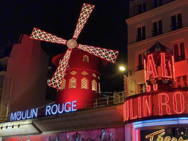 deaf-tours-hands-travel-france-paris-moulin-rouge